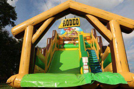 zjezdzalnia_farma_rodeo